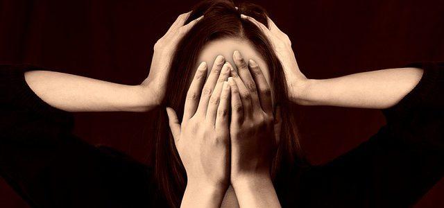 ¿Por qué sientes vergüenza ante los demás?